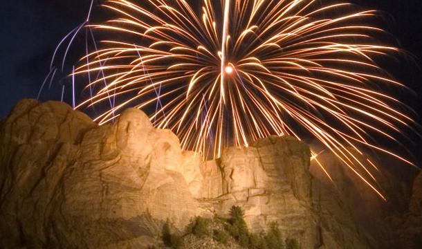 mt_ruschmore_fireworks