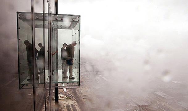 szklany balkon na wierzowcu Chicago