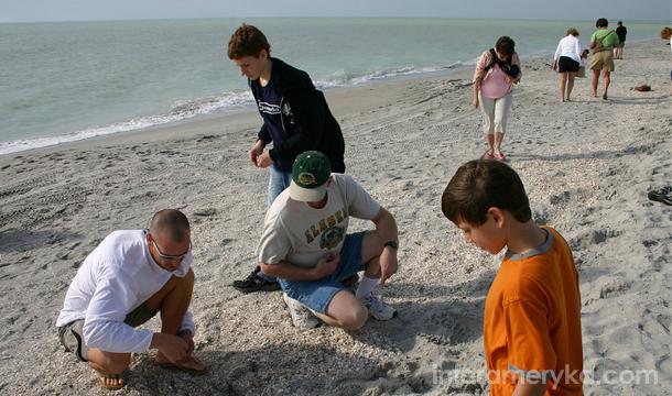 Turyści na plażach Florydy