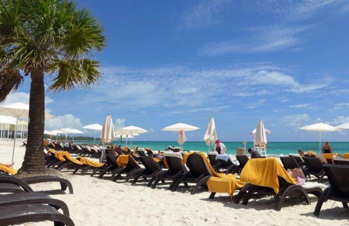 Plaza-na-wyspach-bahama