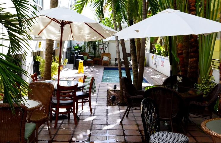 Hotel-na-Florydzie-basen