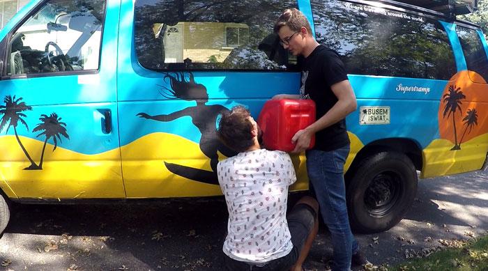 Busem-przez-swiat-tankowanie