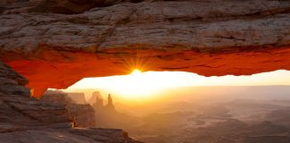 Zobacz-w-USA-Mesa-Arch-Utah
