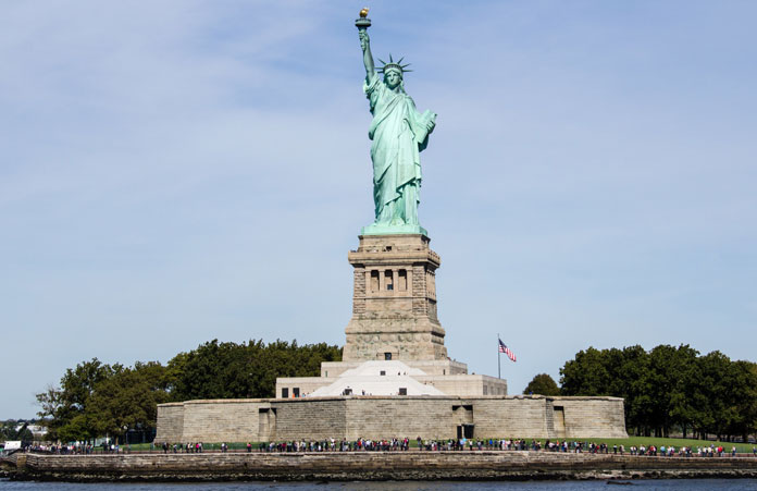 Widok na Statuę Wolności z promu