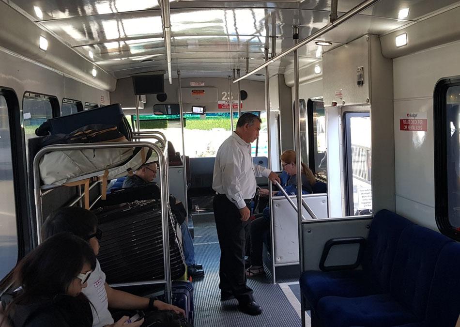 Wynajem-samochodu-w-Los-Angeles-autobus