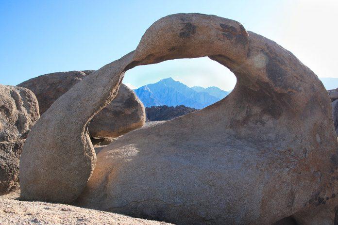 Łuk Mobius Arch w Kalifornii